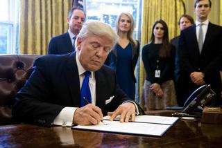 Trump ra lệnh xây bức tường biên giới với Mexico