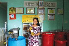 Biến rác thành tiền, cô gái Đà Nẵng mắc ung thư khiến thế giới ngưỡng mộ