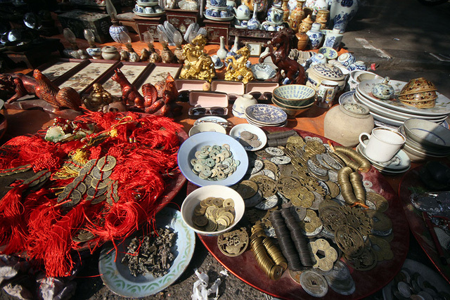 Thế giới đồ xưa cũ mỗi năm xuất hiện một lần ở phố cổ Hà Nội