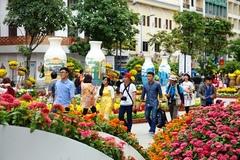 Dàn cảnh cướp Iphone trên đường hoa Tết Nguyễn Huệ