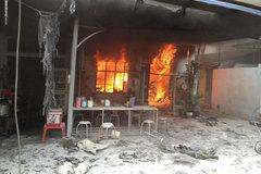 Bố mẹ vắng nhà, hai anh em chết cháy