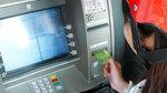 Cảnh giác nạn cướp giật tại cây ATM dịp Tết