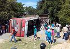 Xe khách tông sập nhà dân sáng 30 Tết