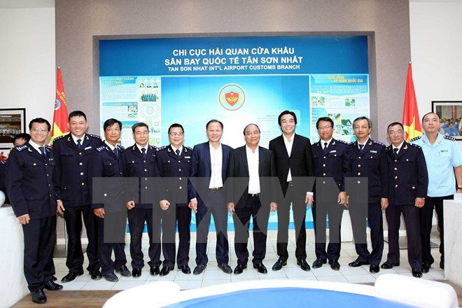 Nguyễn Xuân Phúc, Thủ tướng Nguyễn Xuân Phúc, hải quan, sân bay Tân Sơn Nhất, kiều bào, đón Tết
