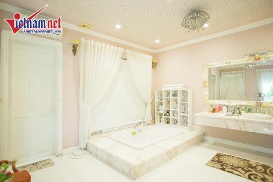 Thăm nhà đẹp phong cách hoàng gia của Hồ Quỳnh Hương