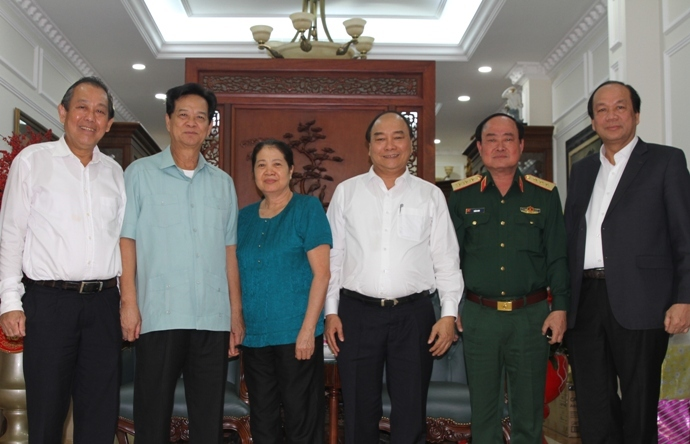 Thủ tướng chúc Tết gia đình các nguyên lãnh đạo Chính phủ
