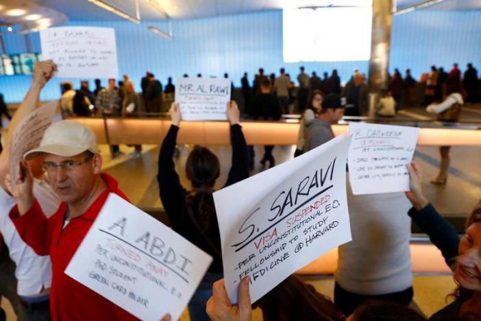 Biểu tình ở sân bay Mỹ phản đối sắc lệnh của ông Trump