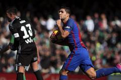 Suarez lóe sáng, Barca trở về từ cõi chết