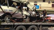 Xe đi chùa đâm vách núi, 2 người chết, 27 người bị thương