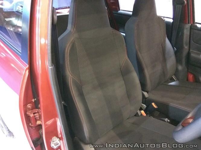 Ô tô Nissan 116 triệu: Hatchback náo loạn thị trường