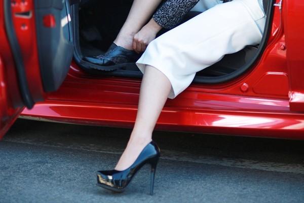 Nữ lái ôtô, nữ lái xe lái xe an toàn, phụ nữ lái xe, du xuân, chơi tết