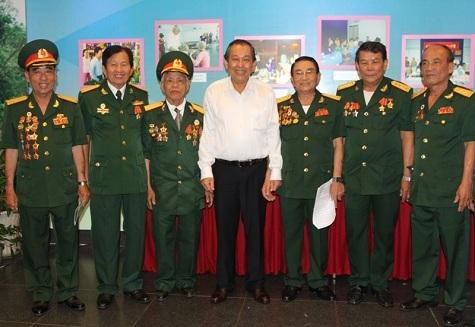 Phó Thủ tướng Thường trực, Phó Thủ tướng Trương Hòa Bình, cựu chiến sĩ cách mạng bị địch bắt tù đày, chúc tết