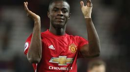 Vừa trở lại, Bailly báo tin dữ cho Mourinho