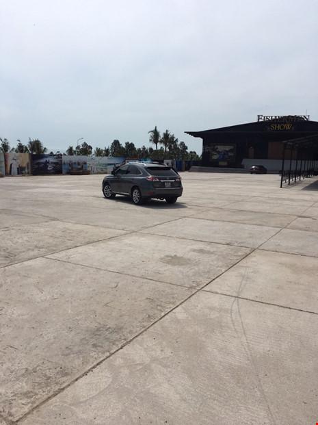 Nhóm đi xe Lexus gắn bảng 'Công an đang bắn tốc độ'