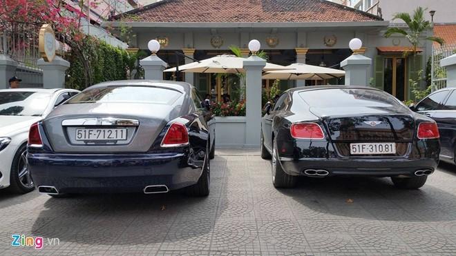 Dàn xe triệu đô của Phan Thành xuống phố dịp đầu xuân