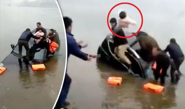 [VietnamNet.vn] Xe lao xuống hồ, cha ném con lên bờ thoát chết đuối