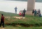 Ô tô đâm xe máy, 2 người văng xuống bãi sông tử vong