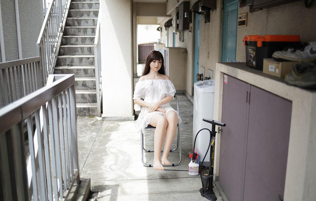 Người đàn ông Nhật sống hạnh phúc với búp bê