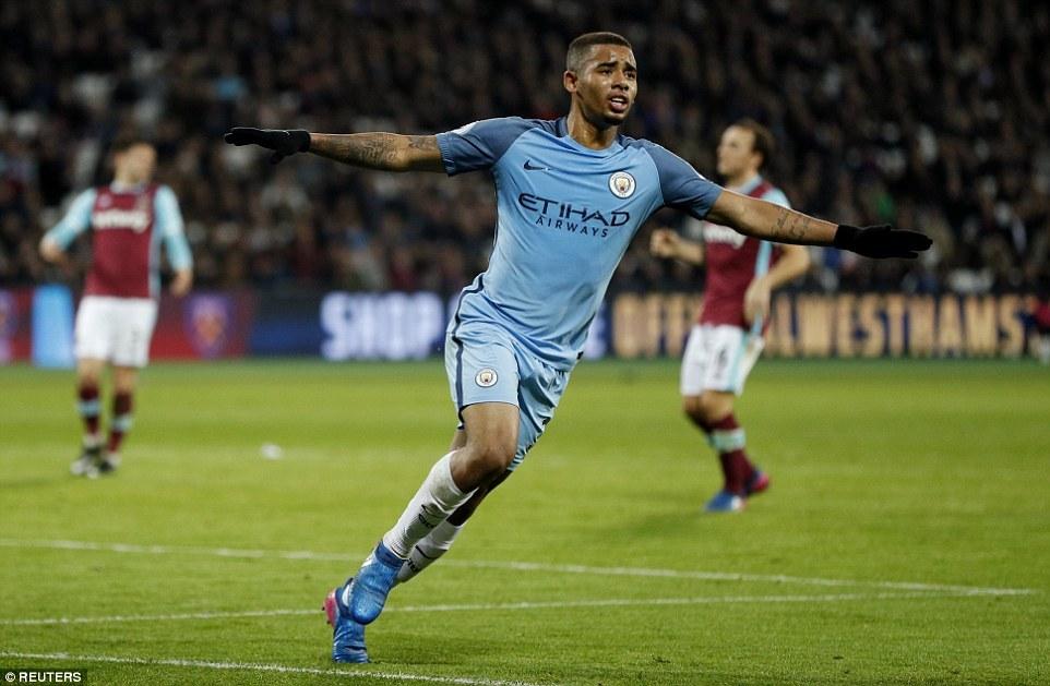 Man City thắng '4 sao', phả hơi nóng vào gáy Liverpool