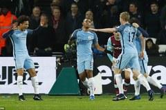 """Man City thắng """"4 sao"""", phả hơi nóng vào gáy Liverpool"""