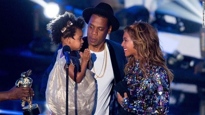 Beyonce mang bầu song sinh ở tuổi 36