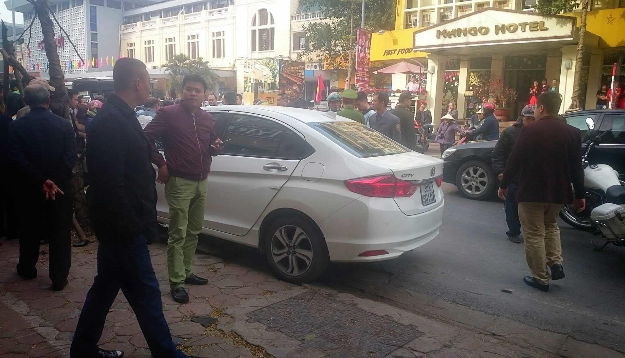 Hà Nội: Ô tô gây tai nạn liên hoàn ngày mùng 6 Tết