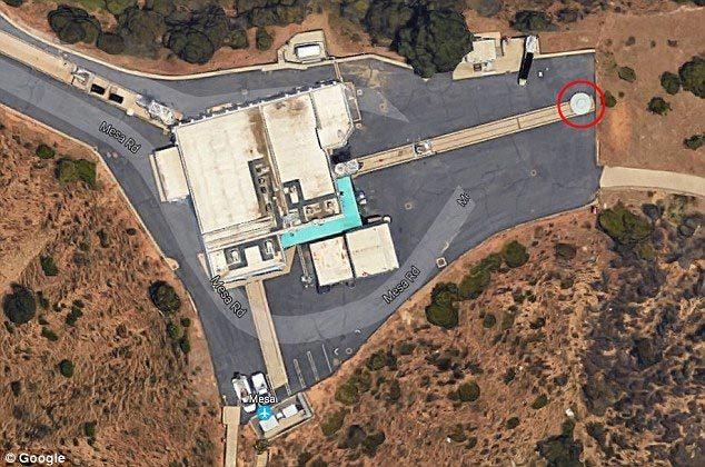 UFO đỗ gần phòng thí nghiệm của NASA?