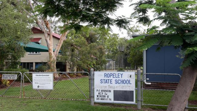 Tranh cãi đóng hay mở trường tiểu học chỉ có 6 học sinh