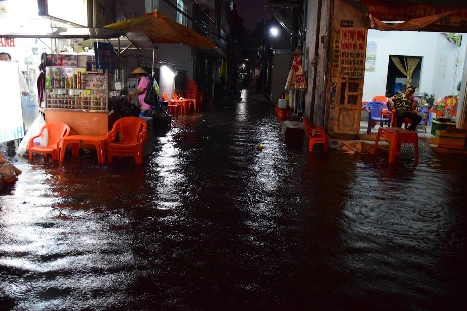 Sài Gòn mưa lớn bất thường ngày mùng 6 Tết