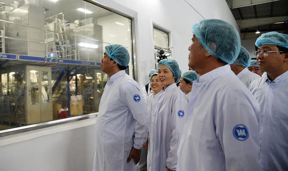 Bí thư Thăng chỉ đạo ngăn chặn bảo kê thu mua sữa tại Củ Chi