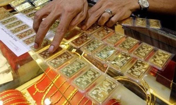 Giá vàng hôm nay 3/2: Tin xấu bủa vây, vàng tăng vọt