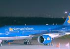 Máy bay Vietnam Airlines hạ cánh khẩn cấp cứu hành khách