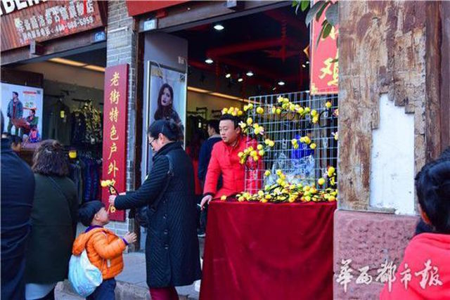 Dân Trung Quốc 'sốt xình xịch' nơ con gà