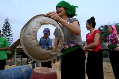 Màn vũ hội độc đáo của chị em người Thái