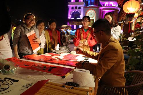 Khác lạ 'Phiên chợ ngày Xuân' tại Asia Park