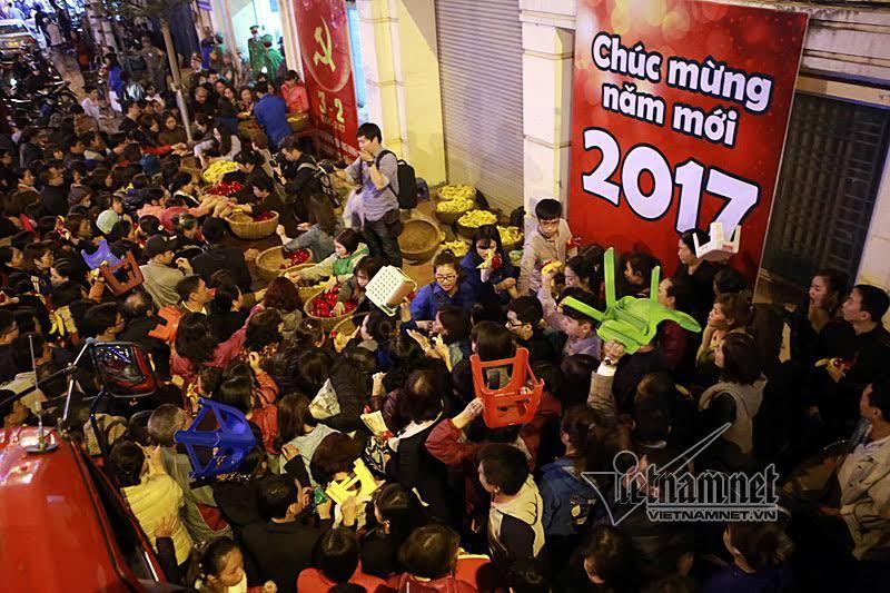 Hàng nghìn người đổ về chùa Phúc Khánh dâng sao giải hạn