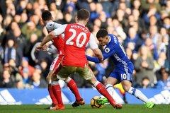 Hazard solo ghi bàn, HLV Conte lao lên khán đài ôm CĐV ăn mừng