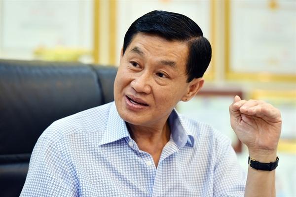 Hàng hiệu của bố chồng Hà Tăng, chạn bát khởi nghiệp Trương Đình Anh