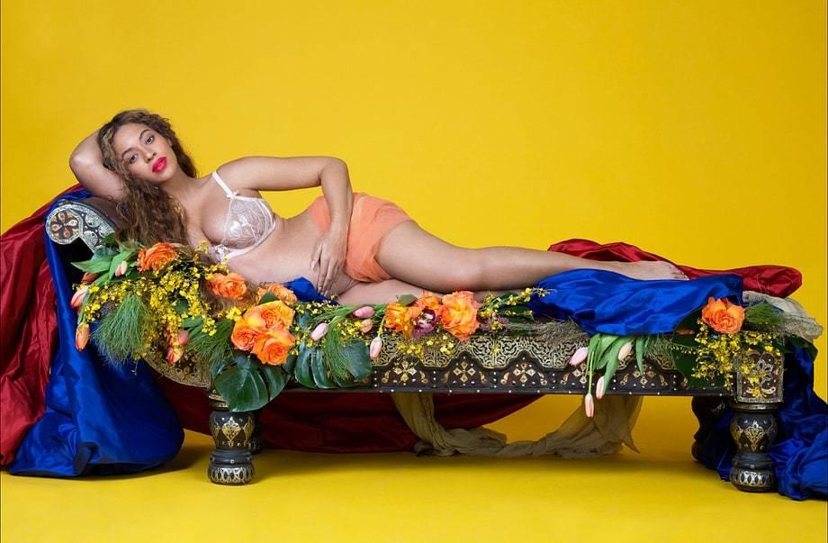 Loạt ảnh mang bầu sexy 'gây bão' của nữ ca sĩ 36 tuổi
