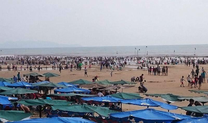 Nửa triệu du khách đổ về biển Vũng Tàu đầu năm mới