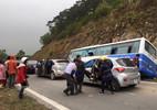 Hà Nội: Xe khách đâm vách núi, 1 người chết, 41 người bị thương