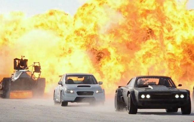 Loạt cảnh đua xe đỉnh của đỉnh trong Fast and Furious 8 - ảnh 2