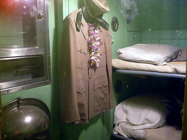 Buồng ngủ của thủy thủ trên tàu ngầm quân sự trông như thế nào?