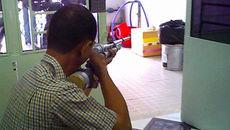 Bé trai 2 tuổi bị đạn bi súng hơi cồn găm vào hốc mắt