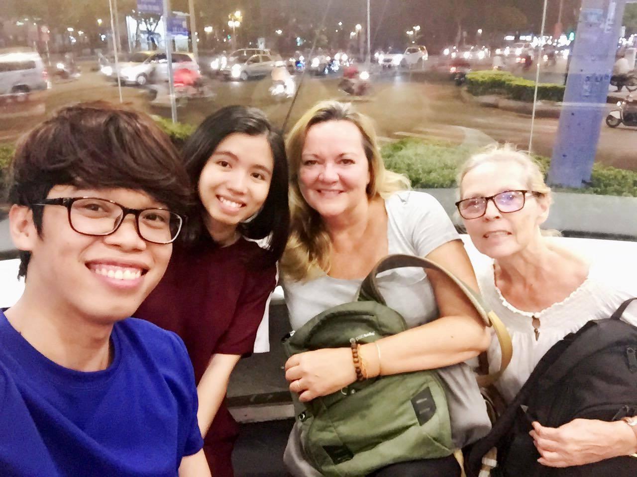 Nhặt được iPhone trên taxi, du khách Tây hành xử bất ngờ