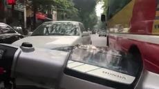 Tổ lái Honda Dream gây bức xúc người dân Hà Nội lên báo nước ngoài