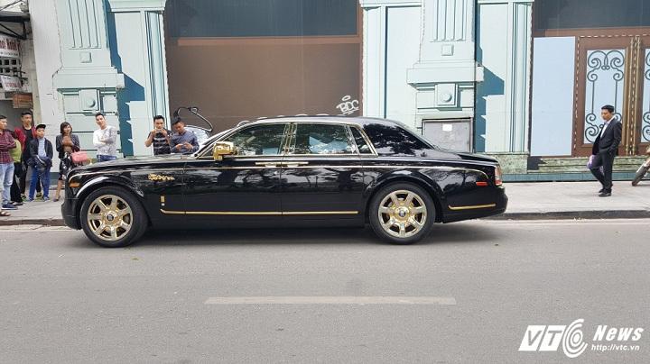 Rolls-Royce Phantom rồng mạ vàng 50 tỷ dạo phố Hà thành