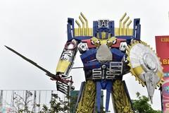 Robot khổng lồ 300 triệu đứng canh cổng công ty