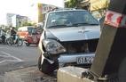 Ô tô tông hàng loạt xe máy, 3 người bị thương ở Sài Gòn