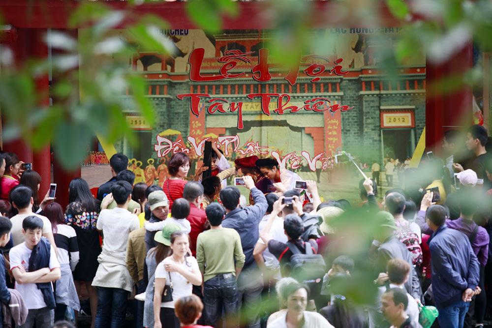 Tây Thiên đón hàng ngàn du khách chiêm bái đầu xuân